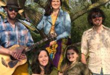 Hamburger Hippie-Gruppe The New Love Generation mit neuem Bühnenprogramm Songs der Hippie-Ära und die Titeln einiger Woodstock-Helden